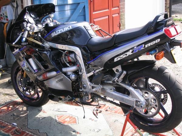 Gixer Full bodywork 003.JPG